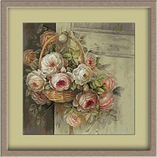 2973.basket with roses